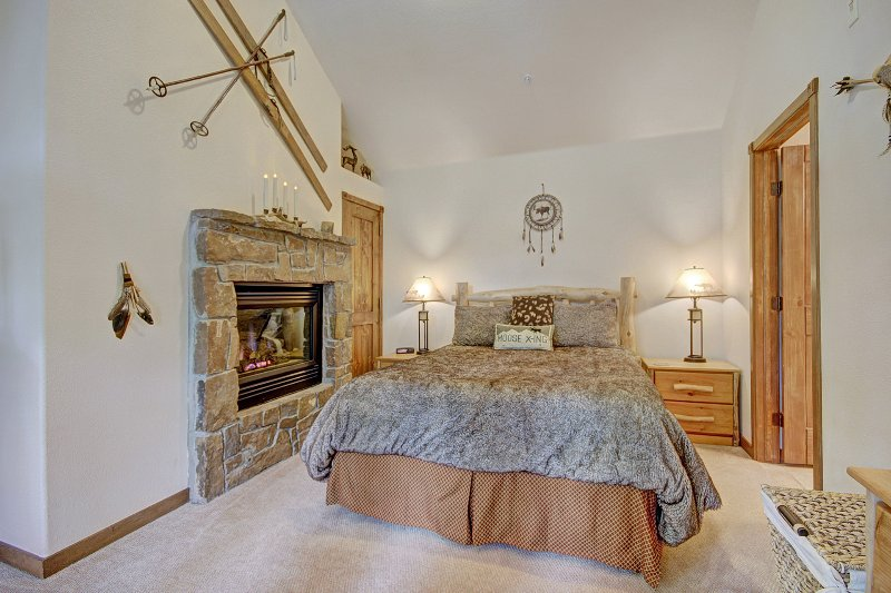 Totally Private Master Suite with Log Fire - Cozy & Luxurious Condo Near To Slopes & Town 3br/3 - Breckenridge - rentals