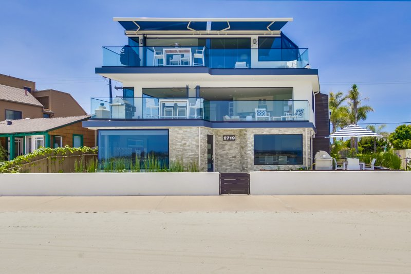 Front View of building - AVALONBAY1 - San Diego - rentals