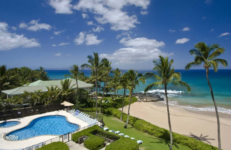 Ocean and pool view from 3rd floor unit - Wailea Beachfront 2BR Condo, Walk to Hotels, PBC - Wailea - rentals
