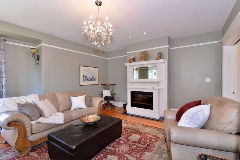 Elegant and calm living room - 2 Bedroom Apartment in Heritage house just steps to the Marina - Victoria - rentals