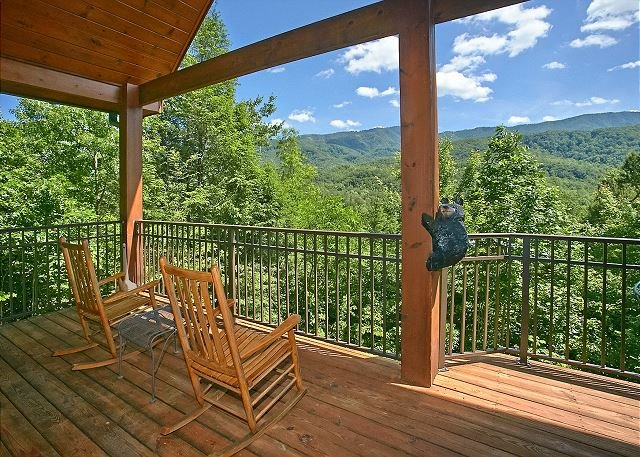 Secluded 2 Bedroom Cabin with Fabulous Views of the Great Smoky Mountains - Image 1 - Gatlinburg - rentals