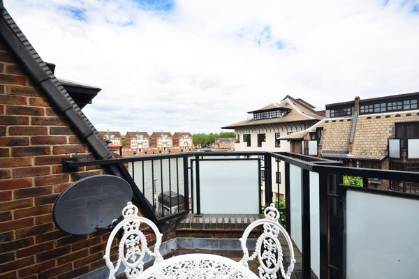 River-side 3 bedroom apartment + free parking space- Southbank - Image 1 - London - rentals