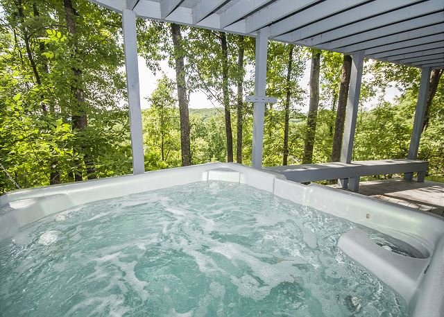Outdoor Hot Tub - Impressive Mountain Home just minutes from the Ski Slopes! - McHenry - rentals