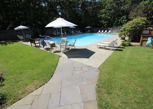 SPACIOUS TOWNHOUSE WITH AIR CONDITIONING AND ACCESS TO ASSOCIATION POOL - Image 1 - Vineyard Haven - rentals