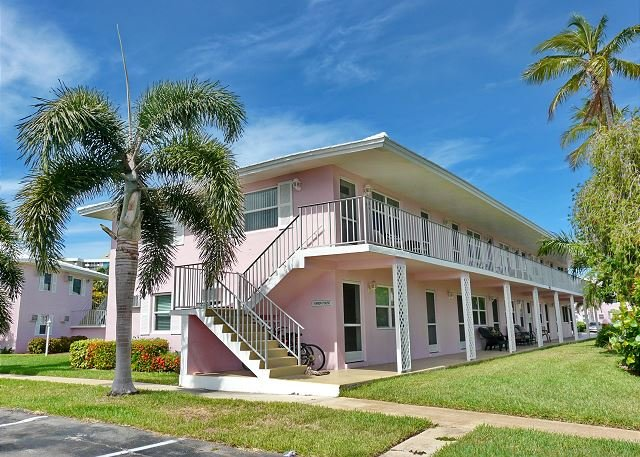Ideally located condo w/ heated pool & short walk to beach and restaurants - Image 1 - Marco Island - rentals