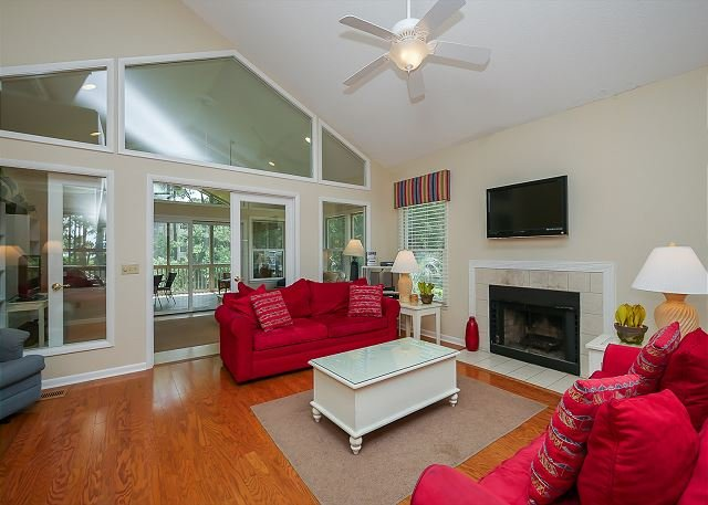Living Area - # 5 Beachside Homes-50 yards to the beach. Quick Walk to the Marina - Hilton Head - rentals