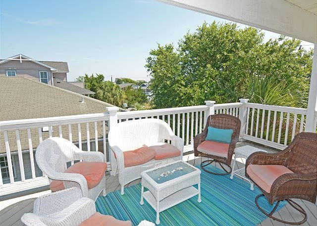 Casa Bella Del Mar - Relaxing on the deck - Casa Bella Del Mar -Newly Remodeled Home Perfect for Enjoying Beach Life! - Wrightsville Beach - rentals
