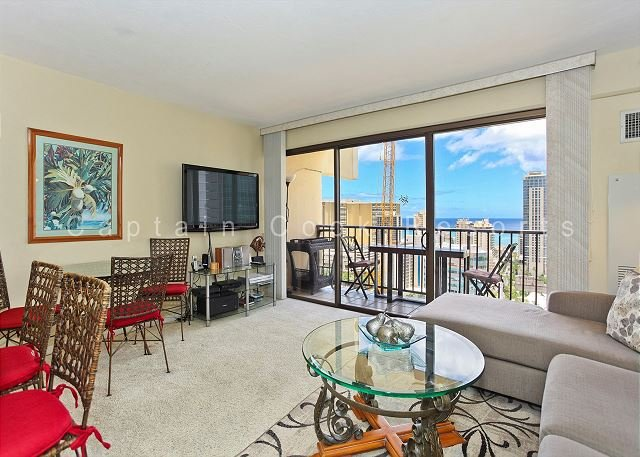 Great Four Paddle location!  Full kitchen, AC, washer/dryer, parking, WiFi. - Image 1 - Waikiki - rentals