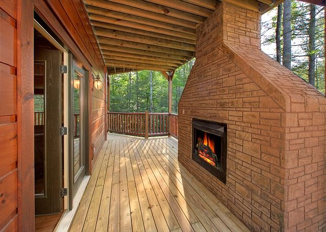 Newer 4 Bedroom Luxury Cabin in a Gatlinburg Resort - Image 1 - Gatlinburg - rentals
