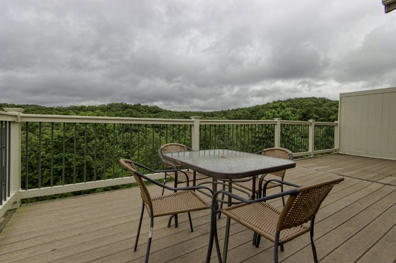 Branson Condo Rental | Eagles Nest | Indian Point | Silver Dollar City | Lake Views (1510605) - Image 1 - Branson - rentals