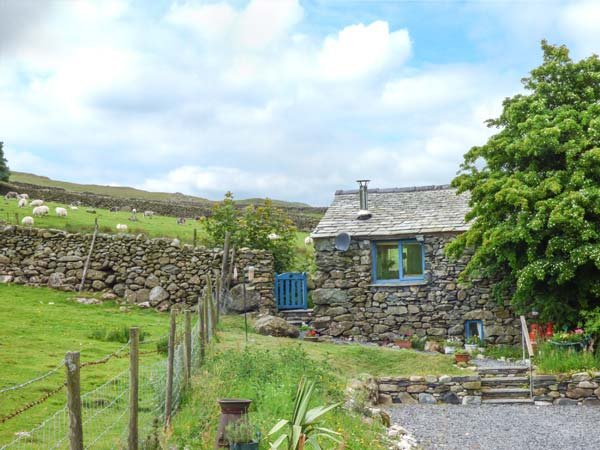 THE BOTHY, romantic cottage, ground floor, woodburner, WiFi, pet-friendly, enclosed garden, Broughton-in-Furness, Ref 923622 - Image 1 - Broughton-in-Furness - rentals