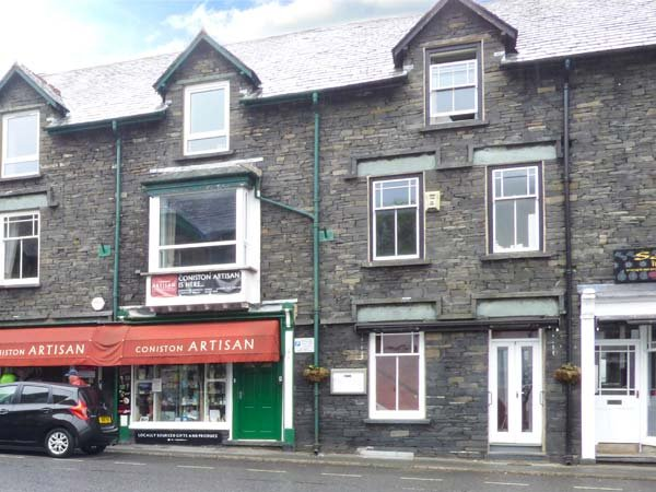 MOUNTAIN ESCAPE village centre, over first and second floors, WiFi in Coniston ref 926307 - Image 1 - Coniston - rentals