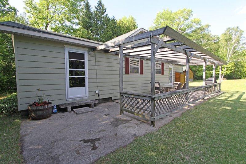 Chipmunk Grove cottage (#1081) - Image 1 - Sauble Beach - rentals