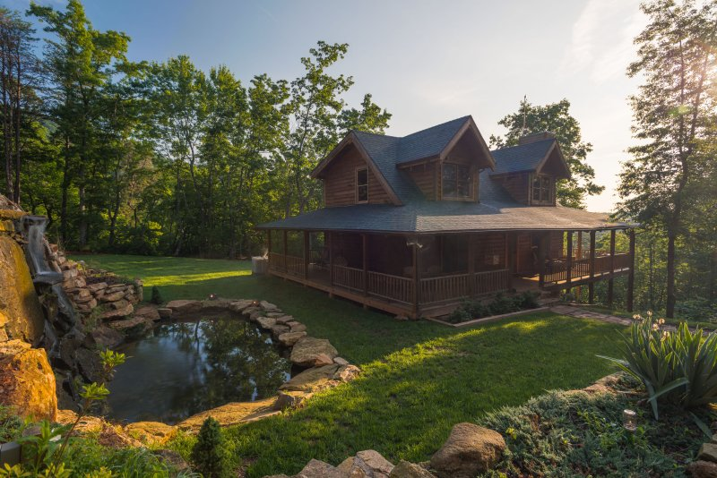 A Touch of Luxury Cabin - 16 miles from Tryon International Equestrian Center - Image 1 - Mill Spring - rentals