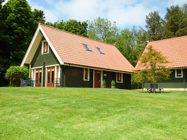 APPLE TREE LODGE, quality, en-suites, great shared grounds, WiFi, close Alnwick, Swarland Ref 22335 - Image 1 - Swarland - rentals