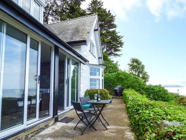 BRIAR BANK detached elevated cottage,  en-suite, far-reaching views, garden room, WiFi, in Llanaber Ref 930448 - Image 1 - Llanaber - rentals