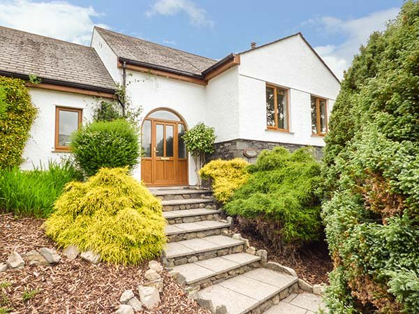BRAESIDE, detached house, large garden, woodburning stove, walking and cycling from the door, in Torver, Coniston, Ref 932955 - Image 1 - Coniston - rentals
