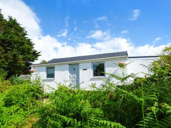 ROSEDALE, detached, woodburner, pet-friendly, enclosed garden, WiFi, near Swansea Ref 933147 - Image 1 - Swansea - rentals
