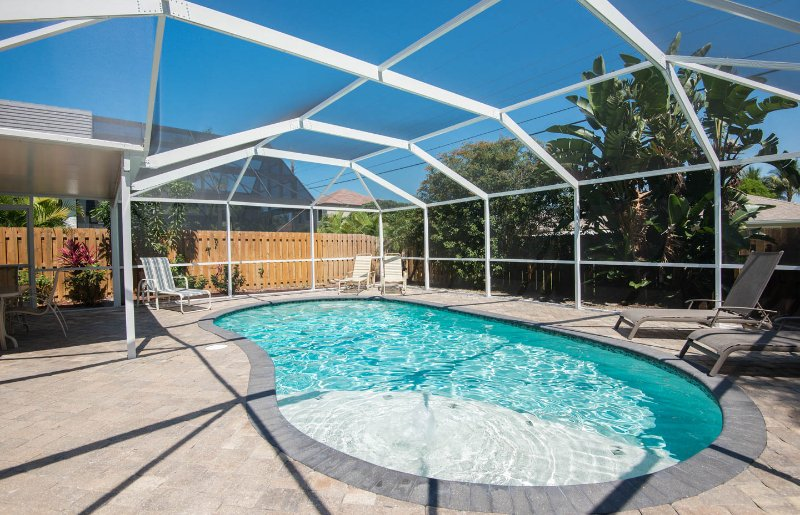 Private  heated pool, - Naples Vanderbilt Retreat Heated Pool.Great Location. Walk to  the Beach - Naples - rentals