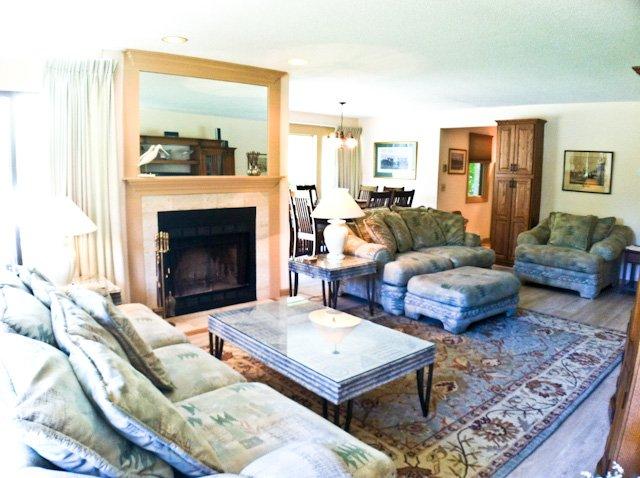 Living area - Ocean Edge Street Level with 2 Kings, A/C & Pool (fees apply) - EN0041 - Brewster - rentals