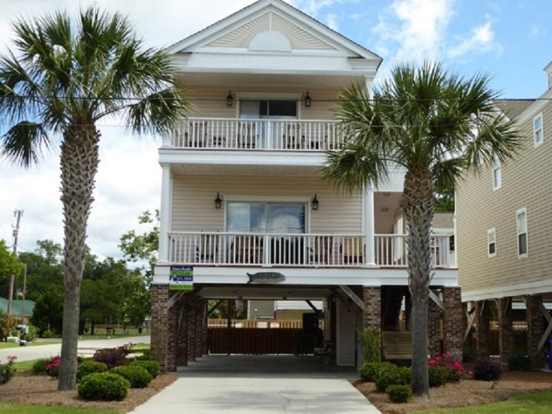 Annie's Getaway 4BR 3.5BA.  Large corner lot, easy walk to Surfside Beach, SC - Annie's Getaway 4BR - Book 2017 Weeks NOW! - Surfside Beach - rentals