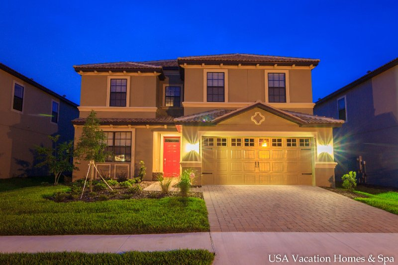 The house at dusk - Champions Gate Retreat Oasis Club Disney World - Davenport - rentals