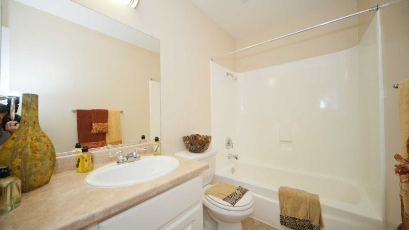 MODERN AND FURNISHED 2 BEDROOM, 1 BATHROOM APARTMENT - Image 1 - Alviso - rentals
