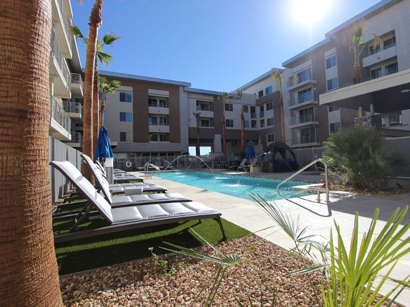 Beautiful pool is always heated. There are plenty of  new lounge chairs. - Minutes to MAYO, The Commons and the Quarter-2BR - Scottsdale - rentals