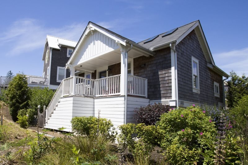 Covered bach porch - Kay`s Cottage - Pacific Beach - rentals