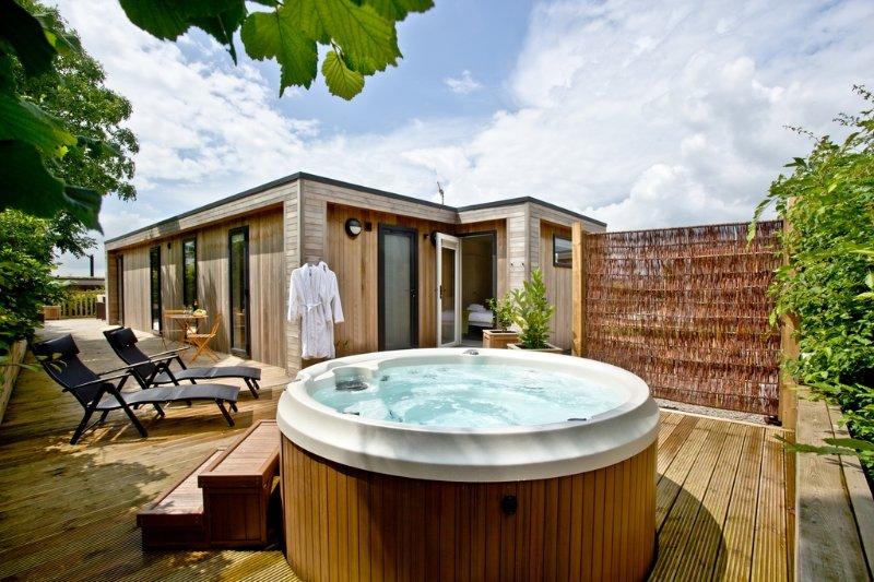 Cedar Lodge located in Cheddar, Somerset - Image 1 - Cheddar - rentals