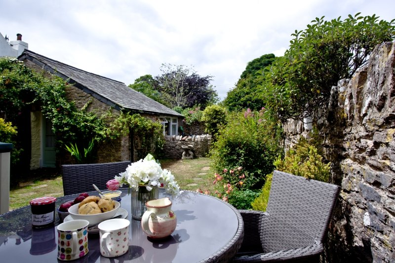 Elberry Cottage  located in Brixham, Devon - Image 1 - Brixham - rentals