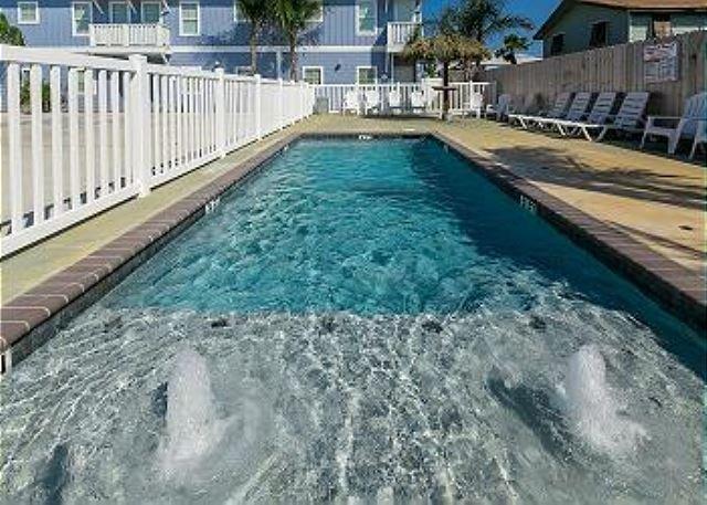 Conch Cottage: Upscale 3 Bed, 2 Bath, Community Pool, Close to Beach, Pets - Image 1 - Port Aransas - rentals