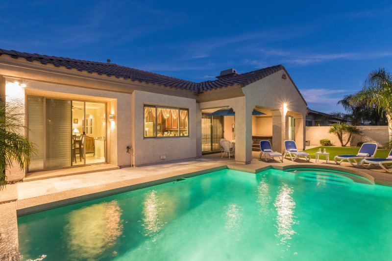 Backyard with heated pool and 55 jets 6 people jacuzzi - SUNDANCE VILLA - Litchfield Park - rentals