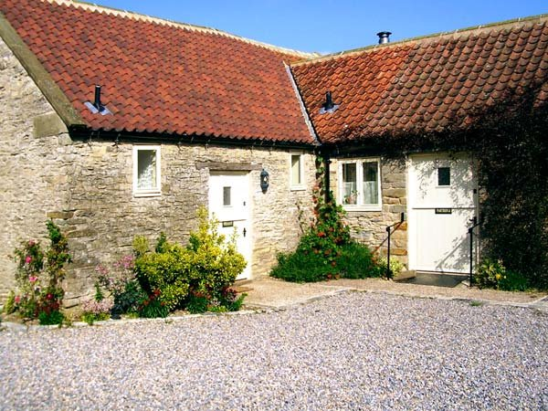 PARTRIDGE COTTAGE, pet-friendly, character holiday cottage, with a garden in Kirkbymoorside, Ref. 929318 - Image 1 - Kirkbymoorside - rentals