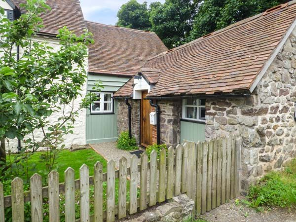 GATE HOUSE ANNEXE, lawned garden, Grade II listed, great walking opportunities, Picklescott, Ref 935664 - Image 1 - Picklescott - rentals