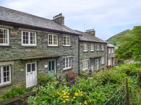 LITTLE FELL COTTAGE mid-terrace stone cottage, close to pubs and walks, open fire, WiFi, in Little Langdale Ref 939520 - Image 1 - Little Langdale - rentals
