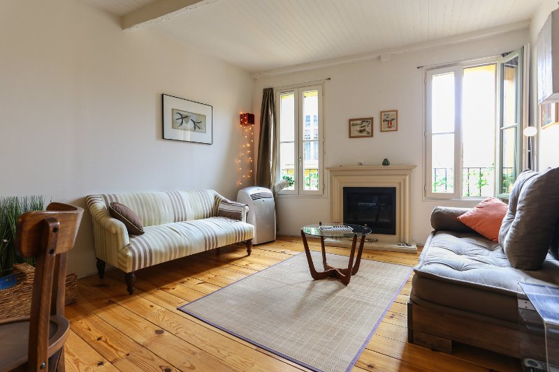 Quiet and relaxing living room - French Riviera Zen Om in Lively Historic Old Nice - Nice - rentals