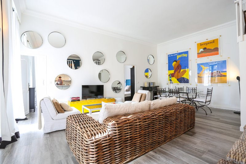 Living Room - French elegance, 2 bed 3 bath, minutes from beach - Cannes - rentals