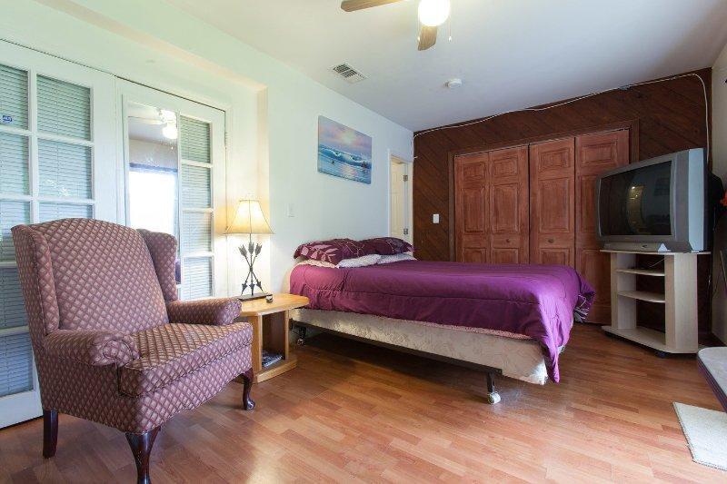 Living Room - Charming Studio - Coconut Grove - rentals