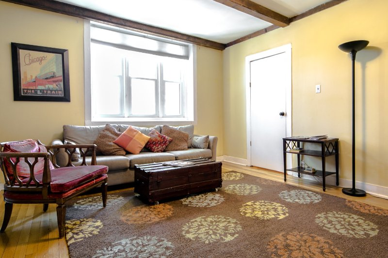 Living Room - Ideal 2Bedroom Lincoln Park 1 Block to Fullerton L - Chicago - rentals