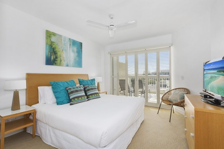 MAN7304 TWO BEDROOM SPA SUITE - Image 1 - Kingscliff - rentals