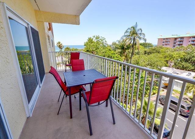Spacious balcony with Gulf view - San Remo 303 - Spacious 2 Bedroom with Gulf View Balcony & Gulf Front Pool - Redington Shores - rentals