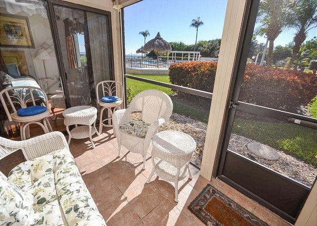 Screened in patio - Palma Del Mar H-119 Updated Ground Floor, Poolside Condo at Palma Del Mar! - Saint Petersburg - rentals