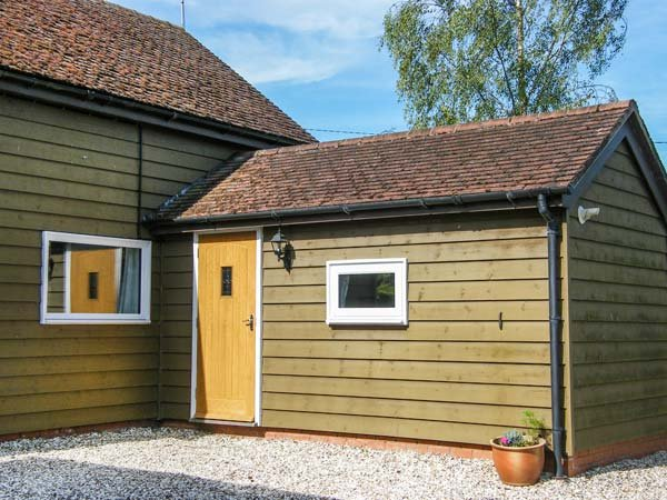 PAINTER'S COTTAGE, detached timber clad barn conversion, king-size bed, WiFi, Kingsland, Ref 915365 - Image 1 - Kingsland - rentals