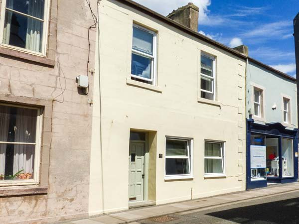 THE BEACH HOUSE, close to beach, pet-friendly, WiFi, Sky TV, in Eyemouth, Ref 931134 - Image 1 - Eyemouth - rentals