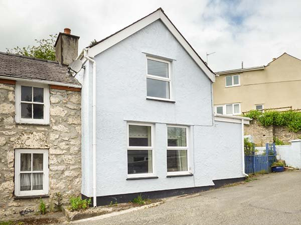 BRYN DIFYR, semi-detached, woodburner, pet-friendly, enclosed courtyard, in Pentraeth, Ref 933907 - Image 1 - Pentraeth - rentals
