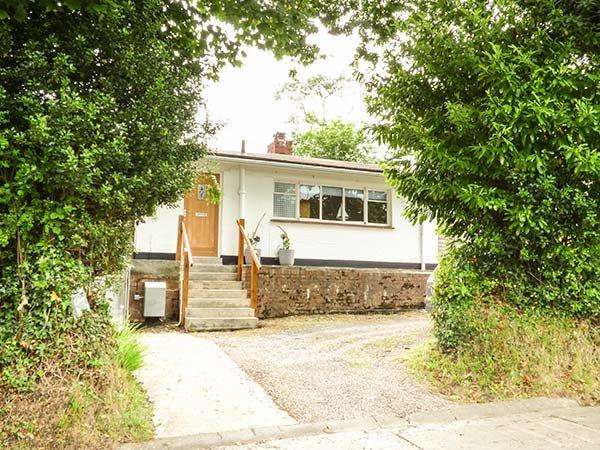 COMPASS COTTAGE, all ground floor, off road parking, enclosed garden, in Saundersfoot, Ref 939106 - Image 1 - Saundersfoot - rentals