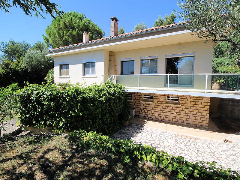 Beaucaire Gard, trendy Villa 9p. jacuzzi, 300m from shops. - Image 1 - Beaucaire - rentals