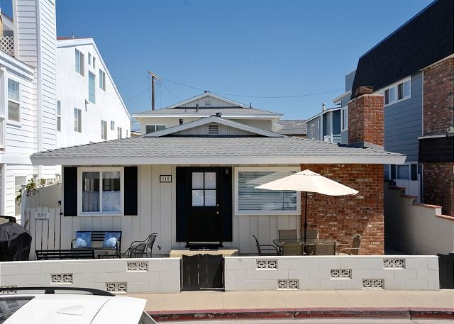 Beautiful Newly Remodeled Beach House- 4 Houses From Beach! (68195) - Image 1 - Newport Beach - rentals