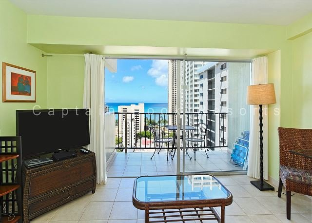 Nice Ocean View, central A/C, 5 min. walk to beach!  Sleeps 4. - Image 1 - Waikiki - rentals